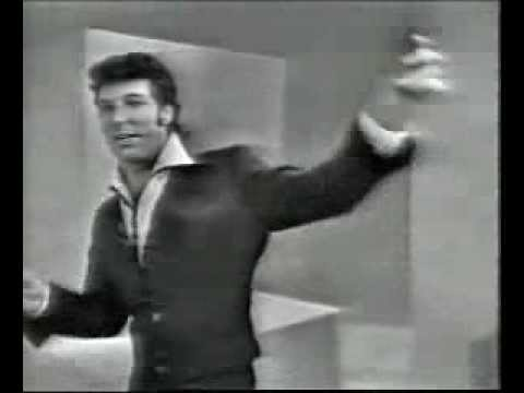 Tom Jones sexy in 1964 - it's not unusual